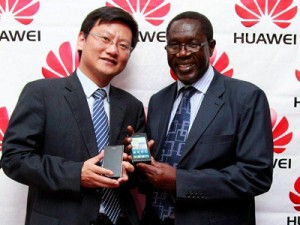 Huawei Kenya CEO Wind Li and Communications Commission of Kenya Director General Francis Wangusi during the Ascend P1 launch (image: Huawei)