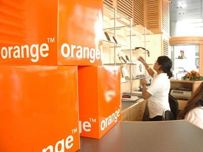 Orange Tunisia launches 3G/Wi-fi dongle with Domino |
