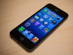 Apple's new iPhone 5 (image: James Martin/CNET)