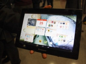 Lenovo's S6000 tablet (image: CBS Interactive)