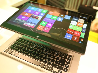 Acer's new R7 notebook (image: Charlie Fripp)