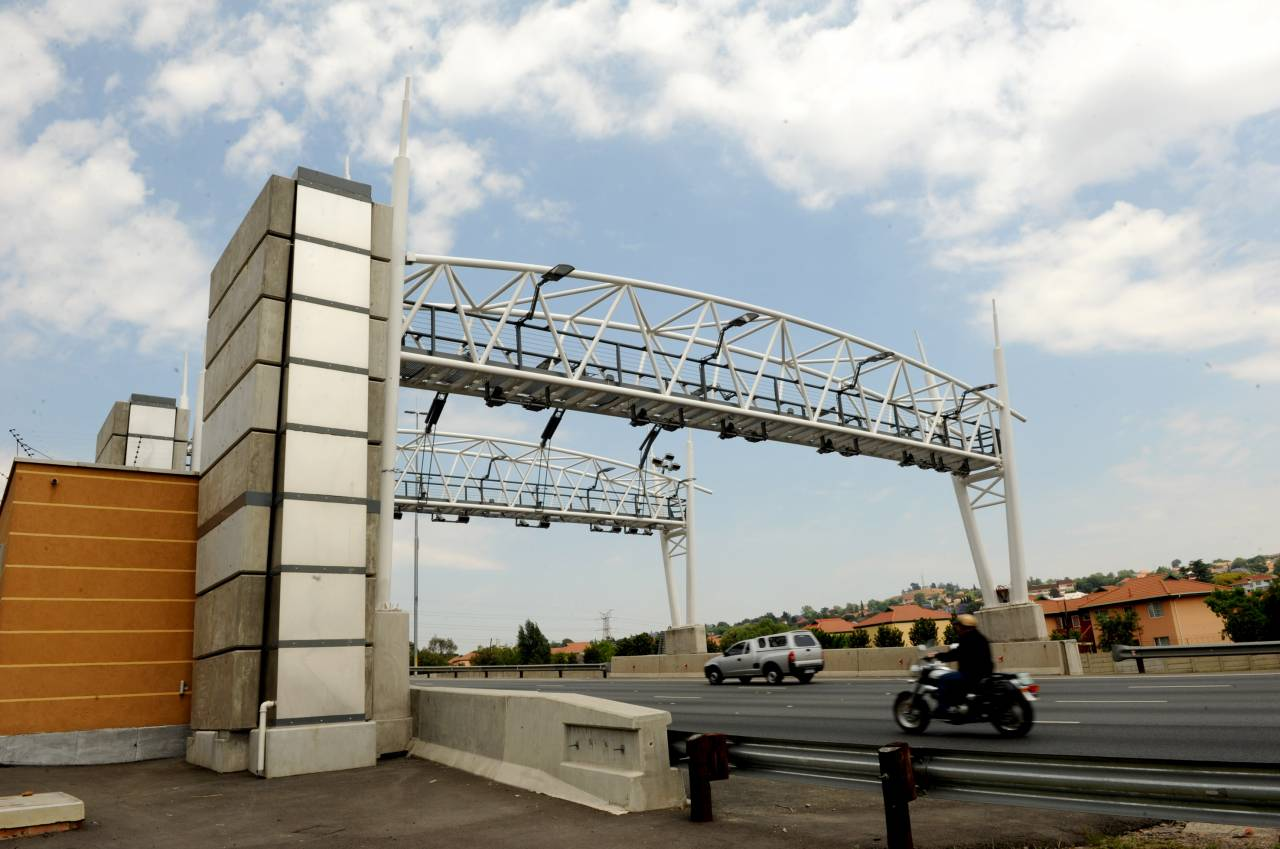 South African motorists in Johannesburg have been gearing up for the implementation of the e-tolls road tolling system (image: ENCA)