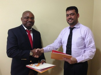 Moses Uvomata, Director, Xplicit Systems shakes hands with Ali Hyder, CEO of Focus Softnet after signing the agreement. (Image source: Xplicit Systems)