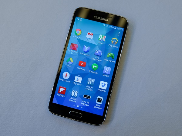 Samsung's new Galaxy S5 smartphone (image: The Verge)