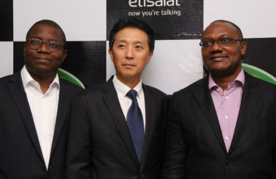 (l-r): Director, Consumer Segment, Etisalat Nigeria, Adeola Dairo; Managing Director, Samsung West Africa, Paul Lee and Vice President, Marketing, Etisalat Nigeria, Adebisi Idowu, at the launch of the Samsung Experience Zone in the Etisalat Experience Centre, Adeola Odeku, Victoria Island, Lagos.
