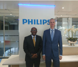 Ntutule Tshenye GM Philips HealthTech Southern Africa (Left) and Jasper Westerink CEO Philips Africa (Right).