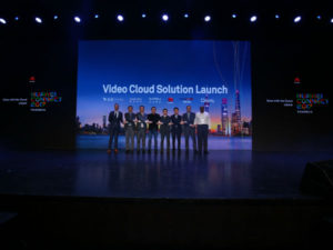 Kevin Bai (the fifth from left), General Manager of Government Solutions Department, Huawei Enterprise Business Group, and partners launched the Smart Video Cloud Solution.