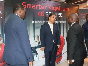 Minister-Nsengimana-Jean-Philbert, CEO of RDB Francis Gatare and CEO of oRn Patrick Yoon charting at the 4G SQUARE inauguration.