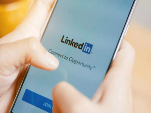 The voice messaging function is available on the LinkedIn mobile app for Android and iOS.