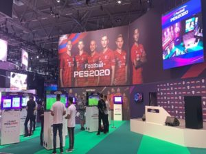 Gamescom 2020 attendees trying out PES 2020. Image sourced from Pro Evolution Soccer.